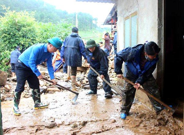 Tuổi trẻ Lai Châu tích cực tham gia khắc phục hậu quả sau mưa lũ (2)