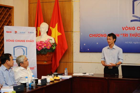 Thầy giáo trẻ Văn Thành Đạt đã thuyết phục ban giám khảo vòng chung khảo bằng những đề tài mang tính mới và có tính ứng dụng cao - Ảnh: DƯƠNG TRIỀU